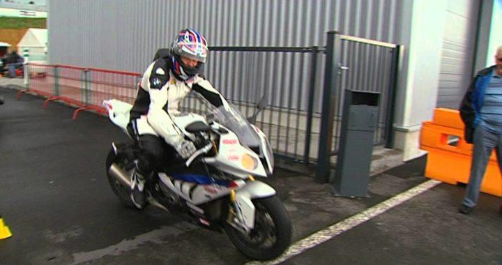 Pilotage moto : connaitre le système de freinage